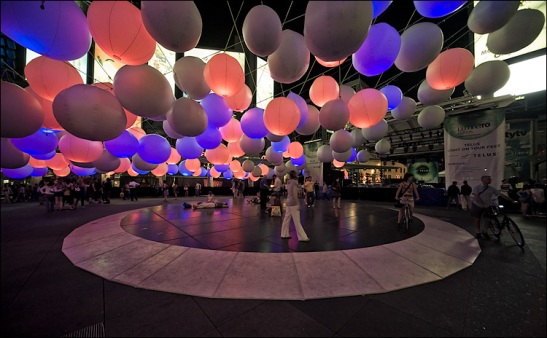 luminato_light-balls_dundas-square_02